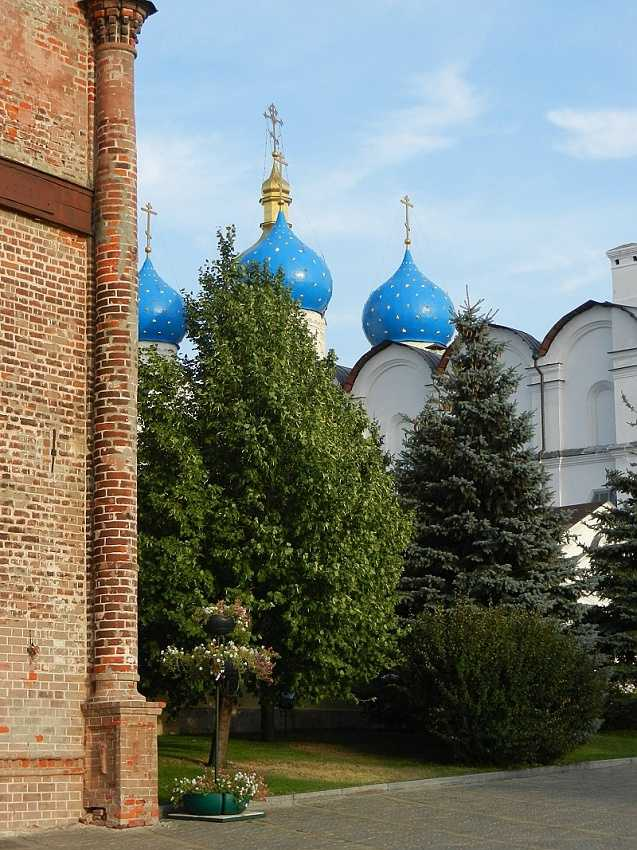 Kazan Kremlin: the corner of Soyembika and the Annunciation Cathedral.